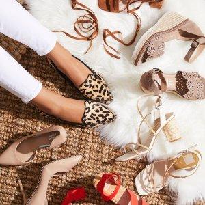 低至$9.99+免邮DSW 精选时尚鞋履热卖,奶白平底鞋$9.9,尖头乐福鞋$15