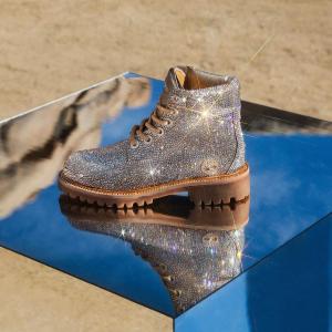 水晶大黄靴$595Jimmy Choo X Timberland 限量联名开售 来看仙女猛男鞋