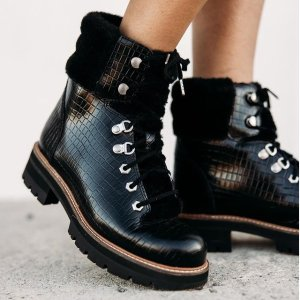 低至4折 €55收机车靴Clarks 英伦风女鞋专场 收保暖靴子、百搭乐福鞋 好穿又舒适