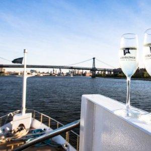$13起(原价$31起)Hornblower 纽约曼哈顿1小时观光游船