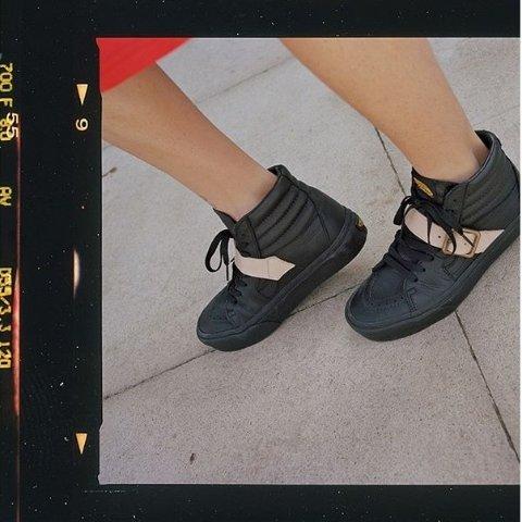 $70起+免邮 男女款Urban Outfitters Vans x Vivienne Westwood合作款休闲鞋