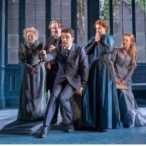 直降£15 王尔德登峰造极幽默之作不可儿戏The Importance of Being Earnest歌剧上映 重现维多利亚经典