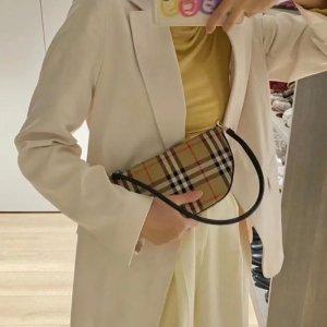 低至5折 €105收格纹卡包Burberry 网红爆款大促 新款腋下包、 Logo大围巾、腰带都有