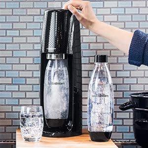 $79.99(原价$119.99) 免邮SodaStream 气泡机 一键制作碳水饮料 送气瓶