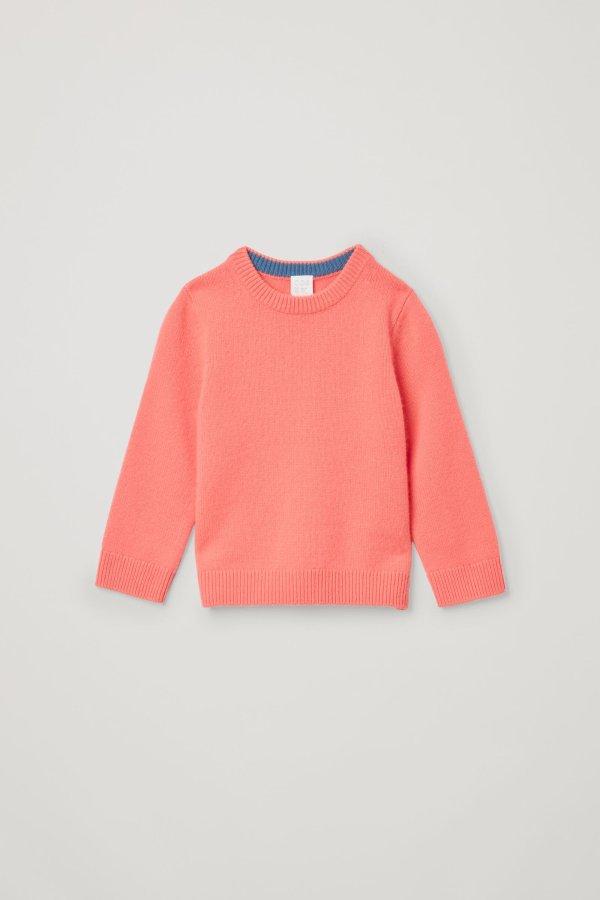 橘色圆领毛衣