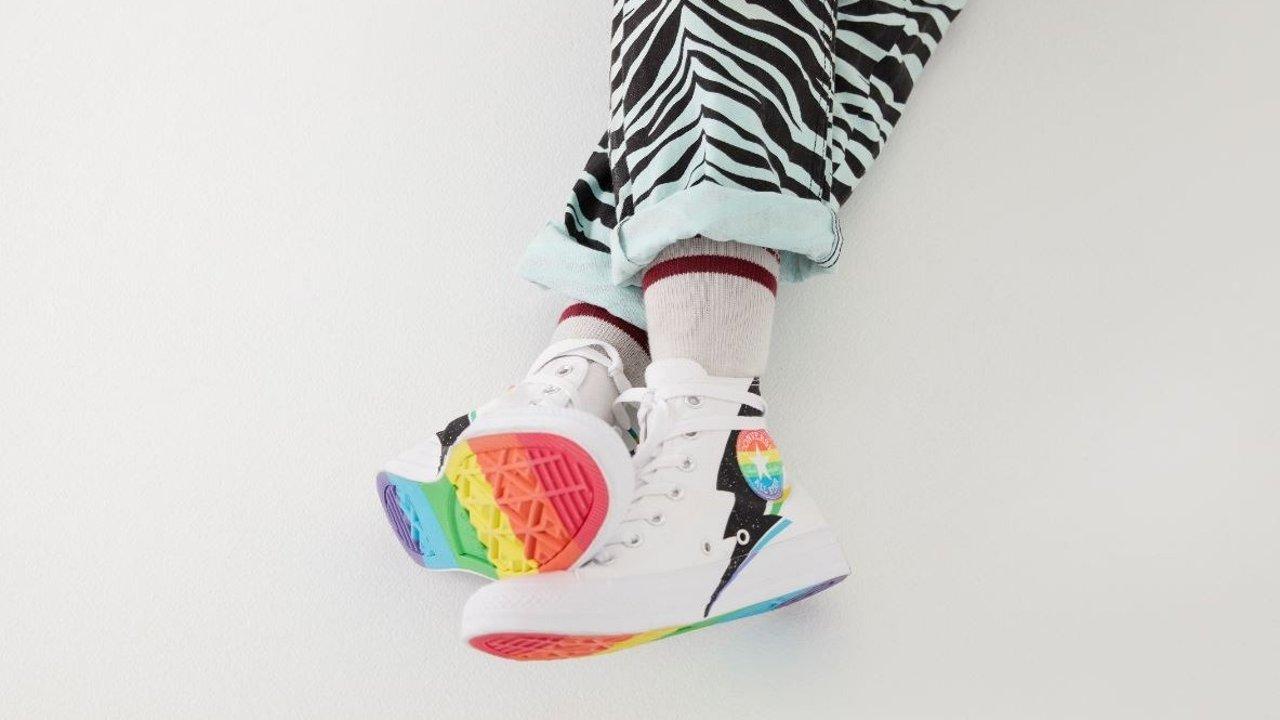 一年一度【傲娇月】来了!匡威Pride系列上线,闪电加持彩虹鞋