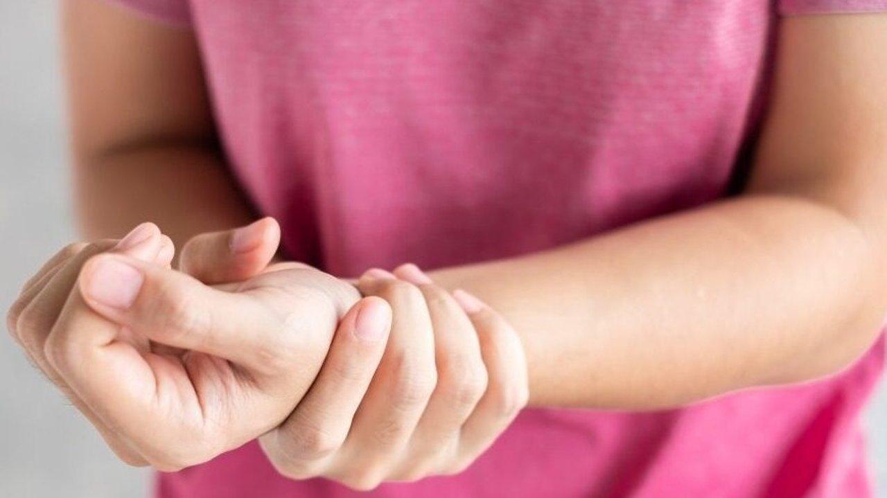 手腕疼痛没力?小心腱鞘炎 Tenosynovitis!腱鞘炎英文是什么/缓解腱鞘炎的最佳锻炼方法就在这一篇!
