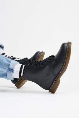 经典8眼马丁靴
