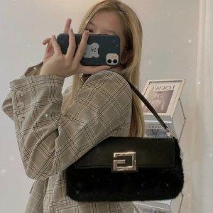 低至4折 €51收fendi平替法棍包Guess 今年简直炸裂 确认过眼神 这些不是Fendi、Dior、Prada嘛