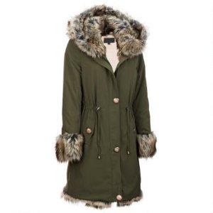 军绿色外套