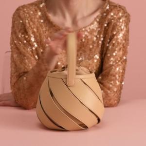 无门槛7折 £307收封面款螺旋篮子包Mlouye Ins风小众美包热促 几何造型街拍神器!