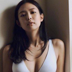 Calvin Klein Underwear珍妮同款Modern Structure 轻薄三角杯