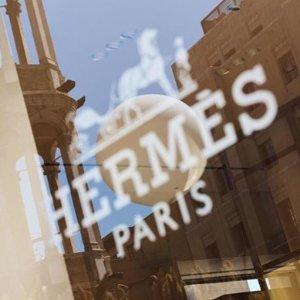 给有海淘需求的你 不断更新Hermes爱马仕官网 菜篮子、Evelyne等热门款包包热卖