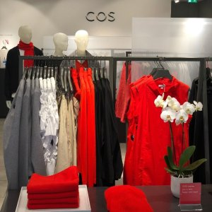 体验极简主义风的平价版CELINE探店:COS比斯特店 给你一个爱上COS的理由