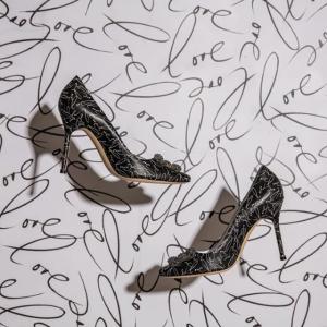 低至6折 $500+收钻扣Manolo Blahnik 美鞋特卖 钻扣、一字带都有