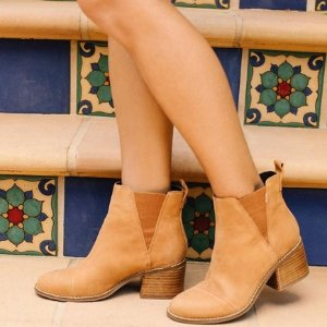 Take 25% OffSelect Boots @ TOMS