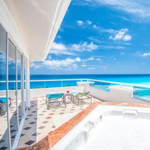 Up to 68% Off  + Kids FreePanama Jack Resorts Cancun