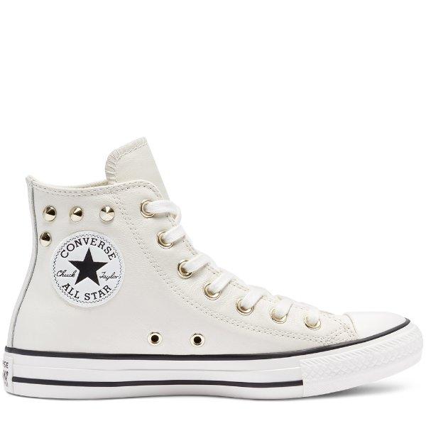 白色铆钉高帮帆布鞋