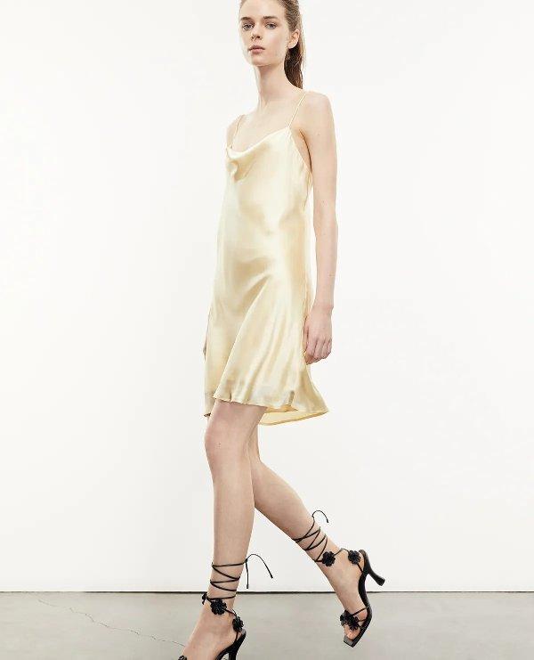 丝缎吊带裙