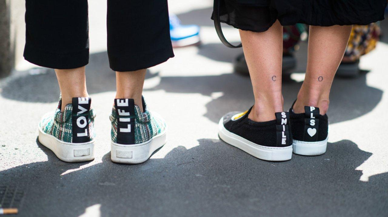 刚买了时髦Sneakers, 你会搭配吗?