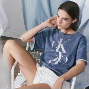 低至5折+额外8折 $16.8收修身Tee最后一天:Calvin Klein 夏日服饰大促 舒适家居服、长裙好价收 极简时尚