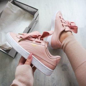限时抢购价¥429PUMA Suede Heart 绒面丝带蝴蝶结女鞋 热卖