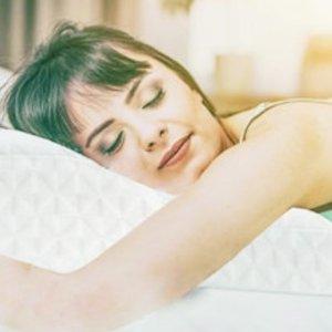 低至8折 优惠价€17.99起Topmener 可变高度记忆海绵枕热卖 肩颈疼痛患者的福音