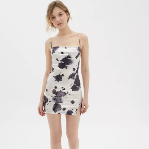 低至2.5折 收封面款泼墨连衣裙上新:Urban Outfitters 折扣区连衣裙热卖 $19起 辣妹必Buy