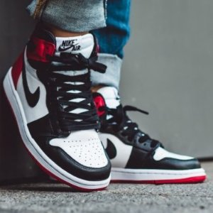 $160Air Jordan 1 Black Toe