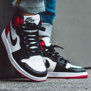 """8月17日 美东10点 $160+包邮Air Jordan 1 """"丝绸黑脚趾""""配色即将开售 女生独占"""