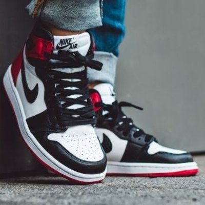 $160Air Jordan 1 Black Toe