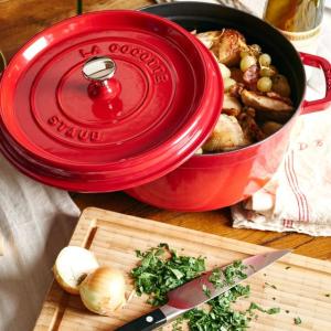 Staub珐琅铸铁锅6.8折起拥有Staub就拥有了全部美食界 两款好吃又简单的美食赶快学起来