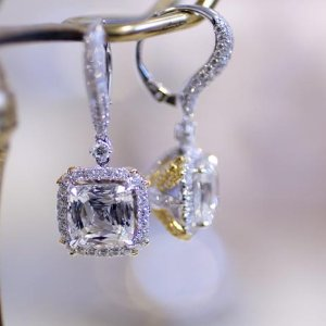Dealmoon Exclusive 25% offDiamond Heart and Halo Earrings @ Blue Nile