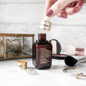 低至8折Estee Lauder 全场美妆护肤品热卖 樱花粉唇膏、限量小红瓶上新