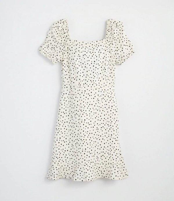 波点泡泡袖连衣裙