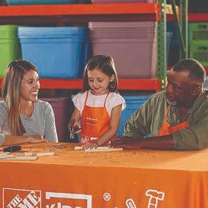 制作直升机和圣诞姜饼人挂件预告:11月The Home Depot 免费的儿童手工作坊活动