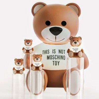 低至4.8折 £42收水晶球真丝围巾Moschino 精选围巾惊喜好折 超萌小熊陪你温暖过个冬