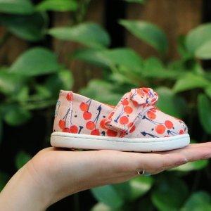 全场凉鞋限时7折限今天:TOMS官网 夏日童鞋特卖 可爱又舒适 萌娃标配