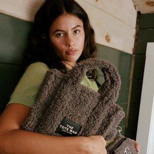 无门槛7折 $281收封面款Marc Jacobs 相机包新品闪促 超多配色相机包、毛绒包参与