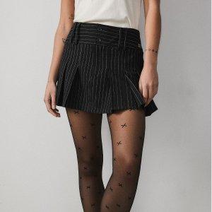 £8就收黑丝 Gucci、Chanel相似款上新:Urban Outfitters 平价丝袜 又甜又酷 超多独特设计