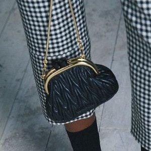 低至6折 Mini链条包$414Miu Miu 时尚专场 卡包$212,褶皱链条包$645,草编菜篮包$719