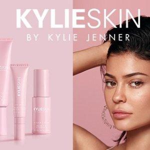 限时8折 €31.99收护肤4件套Kylie Skin 金小妹自创护肤 尝鲜闪促 粉嫩高颜值 保湿维稳