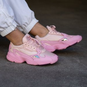 AdidasFalcon女鞋多色选