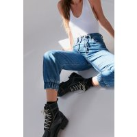 Urban Outfitters Levi's 牛仔裤