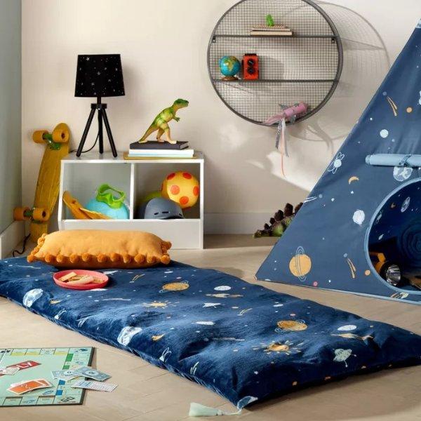 Pillowfort™ 宇宙图案地垫