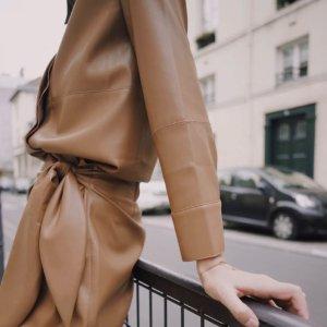 3折起 €250收小皮裙Nanushka 匈牙利小众品牌 大热皮革风 €447收廓形皮革外套