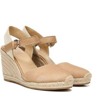 Naturalizer休闲气质又百搭~Phebe 包趾坡跟凉鞋