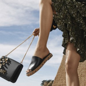 一律低于$100 $59收蝴蝶结夹脚细带凉鞋闪购:Michael Kors 精选女士凉鞋 编织厚底、一字带美鞋特卖