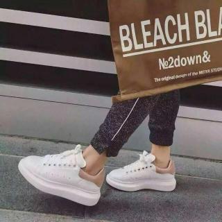 8.5折 黑尾小白鞋$416Alexander McQueen 精选美衣、美鞋热卖