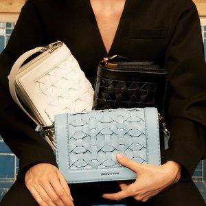 5折起+额外9折 集美拼单更划算最后一天:Charles & Keith $20收宋妍霏同款毛绒手提包